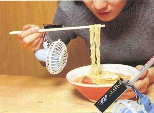 pegang sumpit kok berat ya? oh, ternyata ada kipas angin portabelnya :lol: